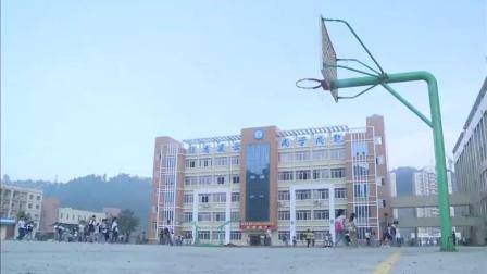 变形计: 帅气的杨桐人气爆表, 第一天上学就被女同学围观!