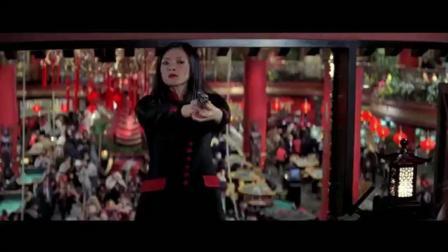 《尖峰时刻2》接吻才阻止了美女按炸弹的按钮