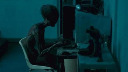 儿子变成干尸, 还能躲在房间玩电脑游戏, 超越鬼影的泰国恐怖片!