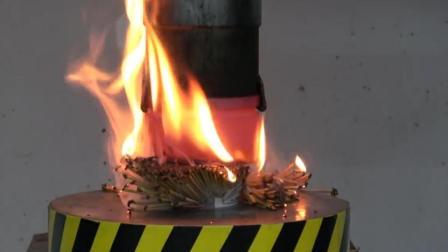用1000度高温的液压机, 压一盒牙签, 会发生什么呢?