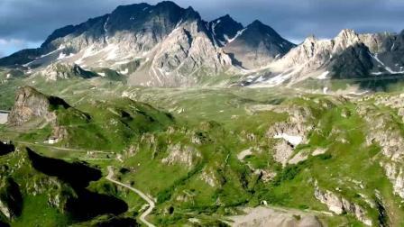 航拍高海拔草原雪山