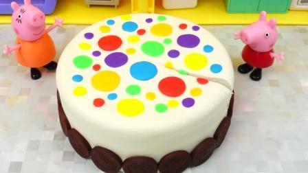 太空沙制作小猪佩奇的彩色多层蛋糕