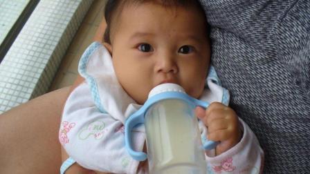 宝宝一哭奶奶就喂奶粉, 三天一罐奶粉, 孩子胖出新高度!
