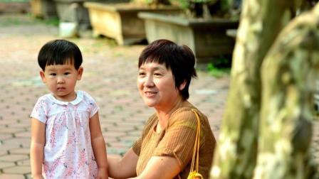 """陌生""""阿姨""""叫孩子名字要抱走, 机智奶奶冷静应对, 值得学习!"""