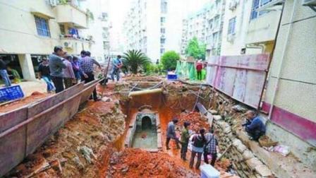 小区挖出一座唐代古墓, 专家勘查后迅速撤离, 直呼: 有生命危险