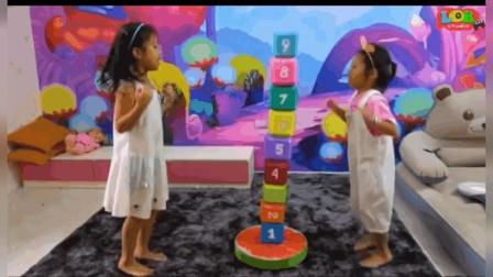 益智启蒙学习, 姐妹俩假装玩彩色数字积木, 玩得多开心呀