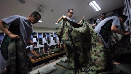 首尔大学12个学生为逃兵役,6个月狂吃汉堡披萨,增重30公斤