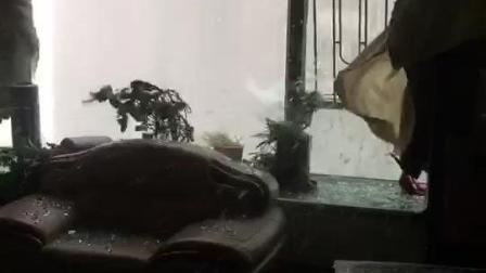惊栗: 台风山竹现场, 五公分玻璃窗子如冰如纸, 妖魔强行涌进来, 肆虐猖獗啊