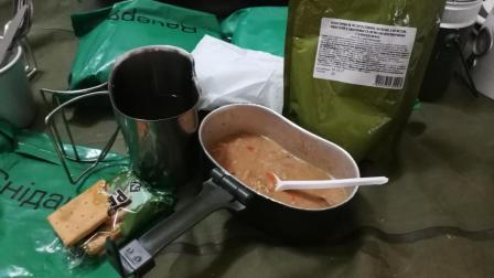 军粮试吃: 乌克兰口粮午餐美味的猪肉小米饭, 树皮味的黑面包干