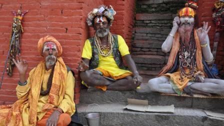 走进尼泊尔: 喜马拉雅山下的佛国, 一个佛比人多的国家