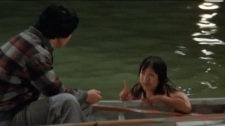 小伙儿喜欢划船, 遇见一个半夜游泳的女子, 慢慢的发现女孩不正常