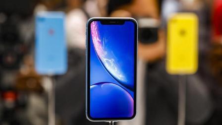 库克评中国更喜欢双卡大屏iPhone 华为折叠屏手机今年推出