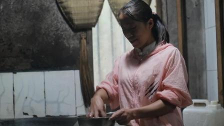 自家腌制的酸菜, 农村妈妈往大锅一扔, 好吃极了, 看着都流口水
