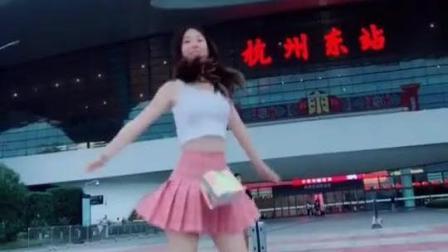 最近很火的小姐姐, 超短裙热舞, 真是让人垂涎三尺