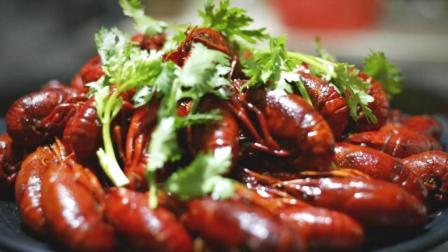 福建小哥隐居农村煮美食走红网络, 只因用最传统的方式烹饪小龙虾