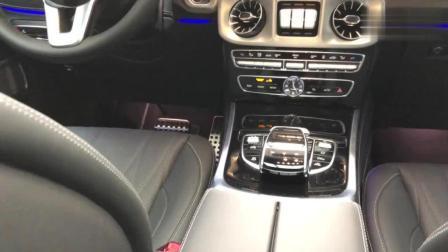 2019款奔驰G500, 打开车门坐进车内, 感受这份霸气