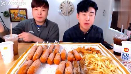 韩国大胃王豪放派donkey兄弟吃20根芝士热狗面包, 炸马铃薯喝奶茶