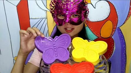 美食吃货: 面罩小姐姐吃彩色大蝴蝶空心巧克力 香脆美味极了