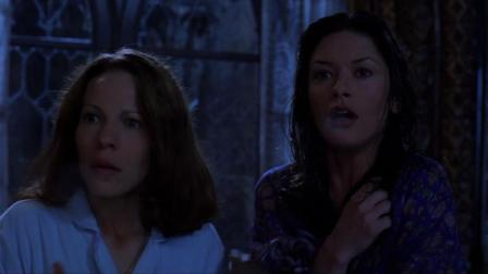 两个美女搬进一座城堡, 半夜的时候就被冻醒, 看来这里有蹊跷!