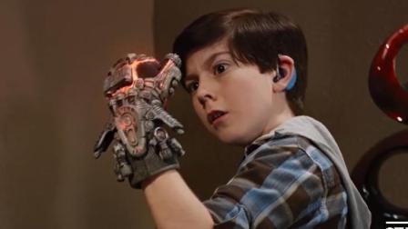 小伙发明了一款时间机器, 可肆意夺走别人的时间, 差点征服全世界!
