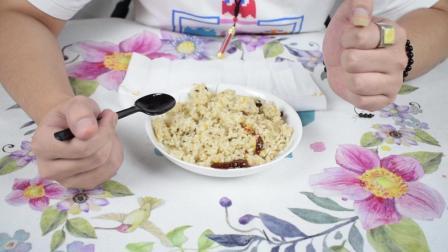 应急食品系列M9自加热腊肠炒饭, 米饭粒粒分开, 虽然单调味道挺好