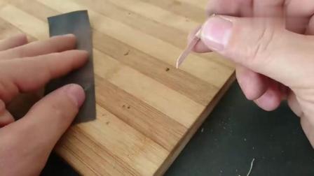 牛人用铜丝做的迷你小刀, 我有些不理解!