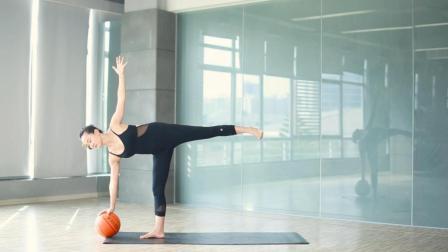 腰侧脂肪消除, 就靠这个体式, 还能顺便减掉臀腿赘肉