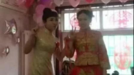 伴娘你低调点, 新娘的风头都被你抢完了!