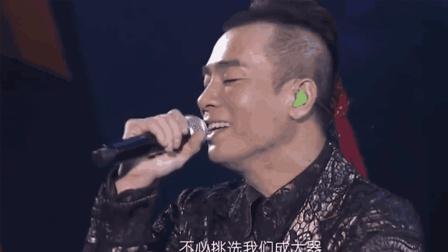 """演唱会5大""""甜蜜虐狗""""时刻, 当""""山鸡嫂""""表白陈小春, 真的太甜蜜了!"""