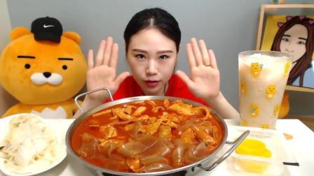 大胃王猎奇中国粉条韩国年糕大烩锅   吃播秀!