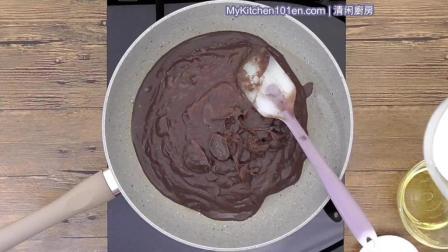 光滑柔滑的中国月饼红豆沙