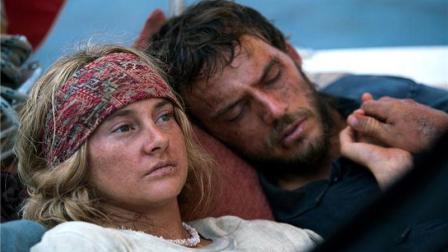 横渡太平洋却遭遇四级飓风, 男主的这个举动观众看哭!