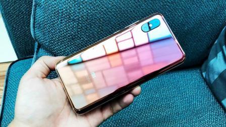 小米8屏幕指纹版开箱: 这个配色和后盖确实亮眼
