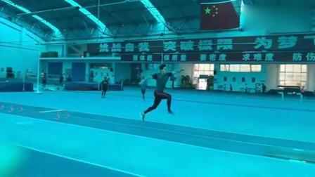 国家一级运动员跳远日常, 慢动作直接飞起来了