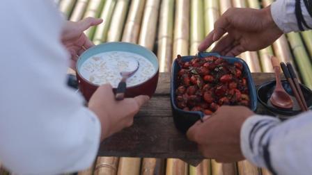 在山顶采摘的食材, 炒出一道这样的麻辣虾尾, 值得你连汤都喝下去!