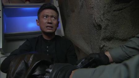 《特种兵之火凤凰》 60 以己遭遇劝姚秘 张总手断甚凄惨
