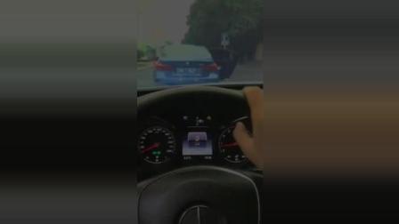 搞笑视频: 前面婚车坐不下, 后面的司机扎心了