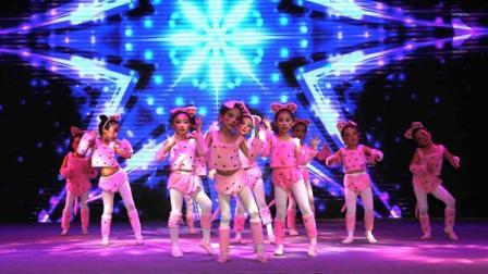 幼儿园舞蹈表演《快乐舞曲》