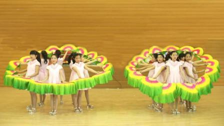 幼儿园舞蹈表演《鲜花多彩哪里来》