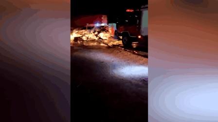 广东一货柜车连撞两车 致5人身亡