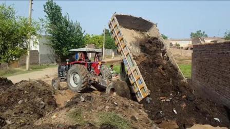 农村这种拖拉机一次能拉这么多, 这也是没谁了