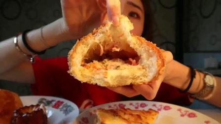 小姐姐吃巴黎贝甜四款面包奶酪包