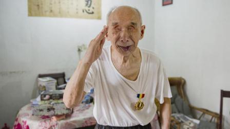 失明73年的远征军老兵去世, 生前最大的心愿, 是亲手摸一摸国产坦克