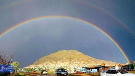 """冰雹过后 兰州上空出现罕见的""""双彩虹"""""""