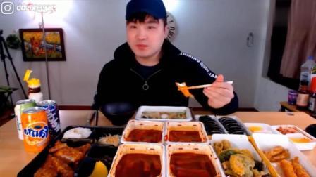 韩国大胃王吃播豪放派donkey弟弟吃咖喱猪排, 辣炒年糕和炸物拼盘