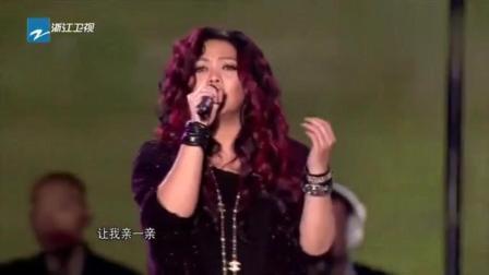张惠妹在《中国好声音》舞台演唱《我最亲爱的