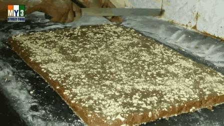 印度烤饼干, 让人想起那首印度神曲: 我在东北玩泥巴