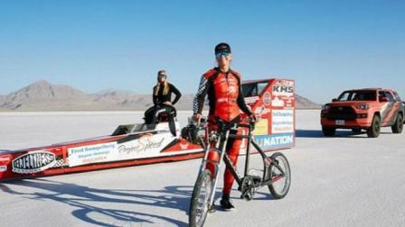 堪比高铁! 美国女子骑单车时速达296公里 破世界