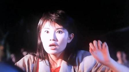 恐怖电影: 妹妹被古族巫师下了降头, 半夜里突然醒来连哥哥都杀