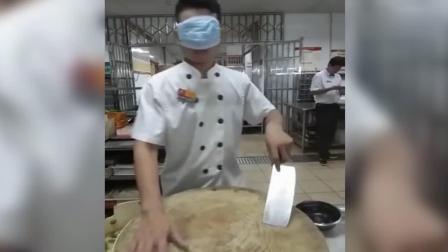 来面试的小伙, 把口罩带眼睛上, 老板无语了, 结